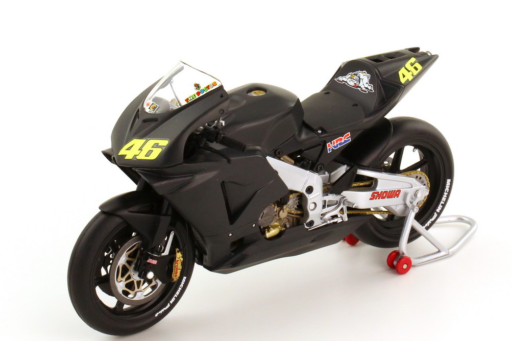 1:12 Honda RC211V MotoGP 2002 Pre-Season Testbike schwarz Nr.46, Valentino Rossi