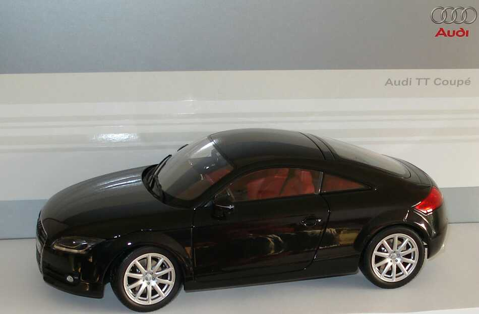 1 18 audi tt coup 2006 phantomschwarz met werbemodell. Black Bedroom Furniture Sets. Home Design Ideas