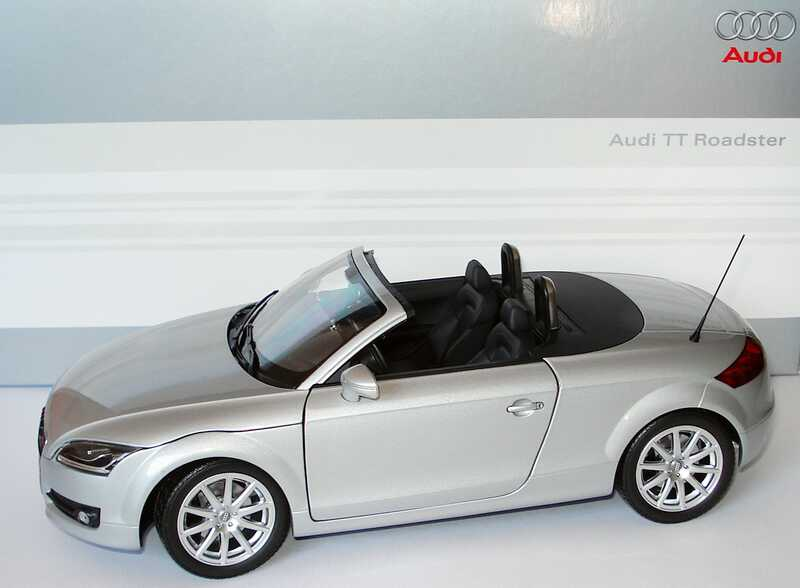 1 18 audi tt roadster 8j 2006 lichtsilber silber silver dealer edition oem ebay. Black Bedroom Furniture Sets. Home Design Ideas
