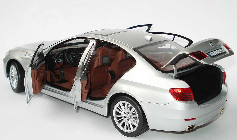 bmw 5er 550i f10 titansilber met werbemodell norev 80432158011 bild 7. Black Bedroom Furniture Sets. Home Design Ideas