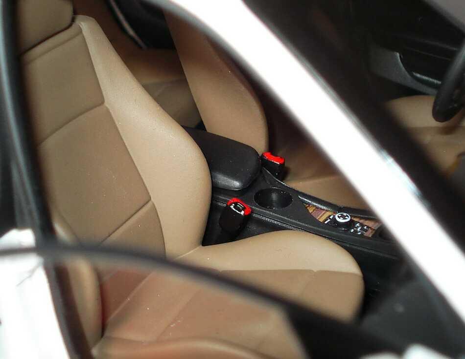 Foto 1:18 BMW X1 xDrive 28i (E84) alpinweiß Werbemodell Kyosho 80432156802