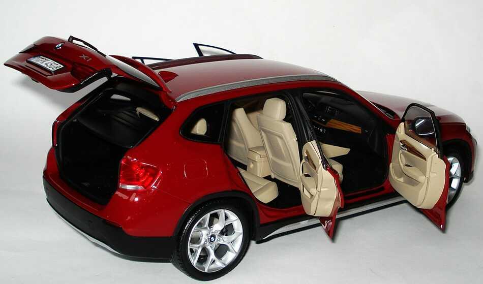 Foto 1:18 BMW X1 xDrive 28i (E84) vermilionrot-met. Werbemodell Kyosho 80432156803