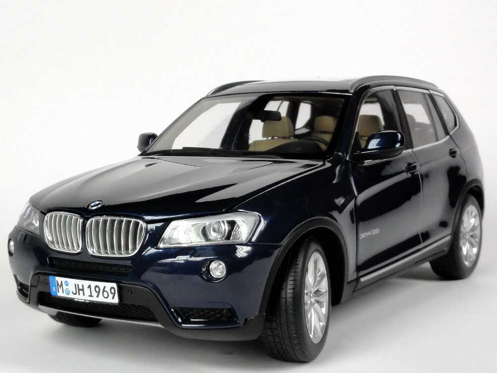 bmw x3 f25 tiefseeblau met werbemodell autoart 80432162525 bild 3. Black Bedroom Furniture Sets. Home Design Ideas