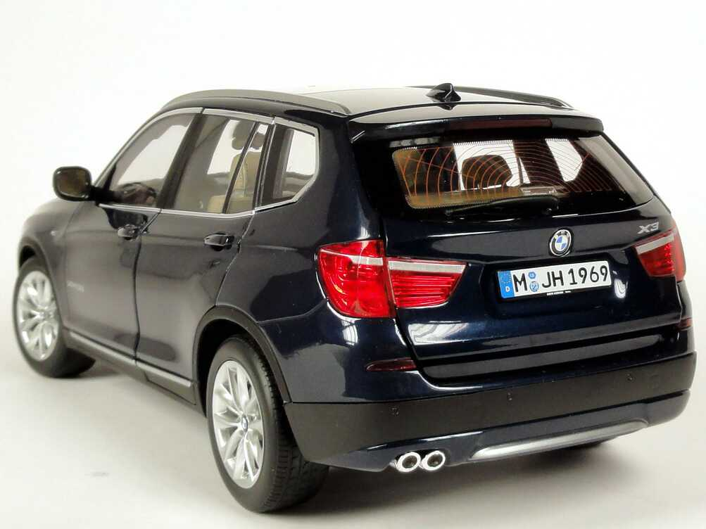 bmw x3 f25 tiefseeblau met werbemodell autoart. Black Bedroom Furniture Sets. Home Design Ideas