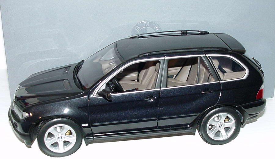 1 18 Bmw X5 3 0d Facelift Saphirschwarz Met Werbemodell