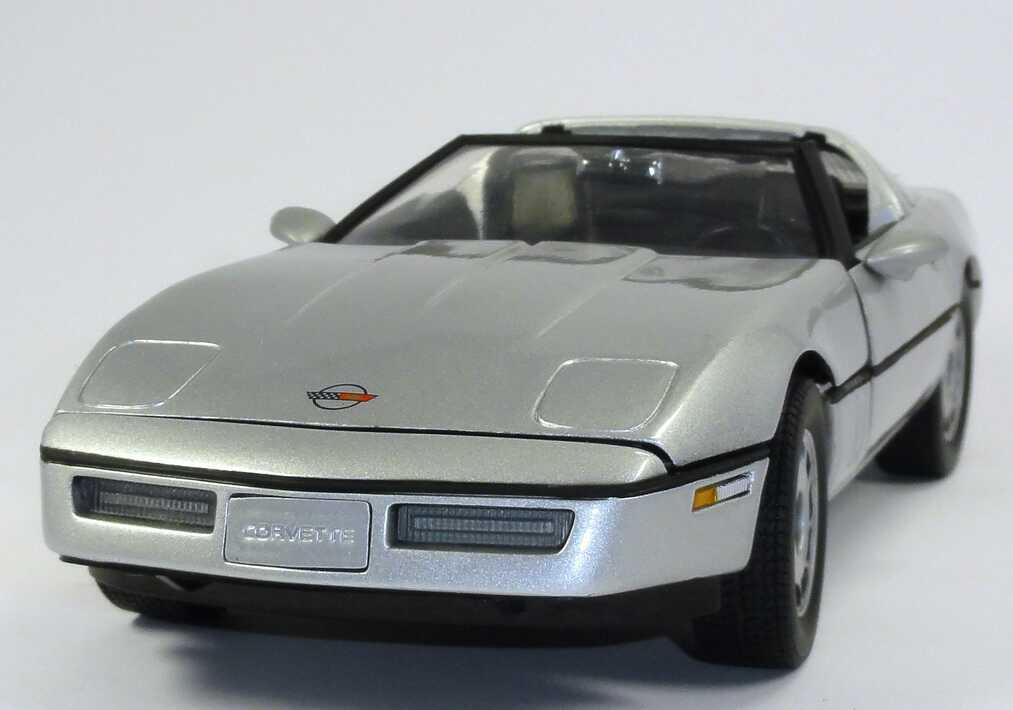 1 18 chevrolet corvette c4 silber met movie james bond 007 a view to a kill ertl 33851. Black Bedroom Furniture Sets. Home Design Ideas