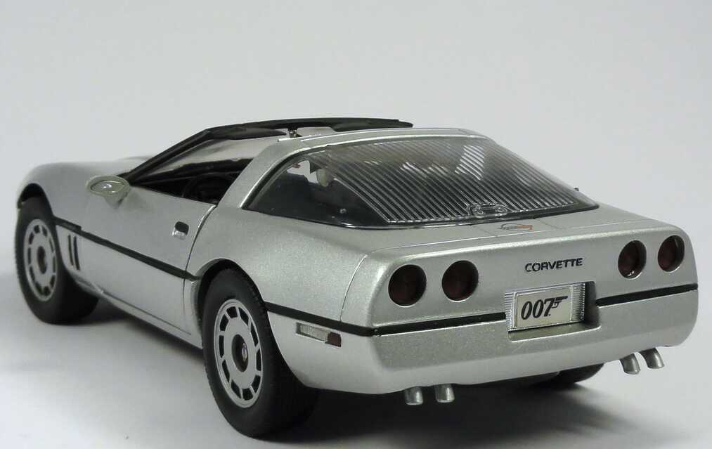 chevrolet corvette c4 silber met movie james bond 007 a view to a kill ertl 33851 bild 4. Black Bedroom Furniture Sets. Home Design Ideas