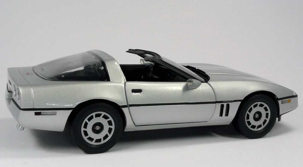 chevrolet corvette c4 silber met movie james bond 007 a view to a kill ertl 33851 bild 5. Black Bedroom Furniture Sets. Home Design Ideas