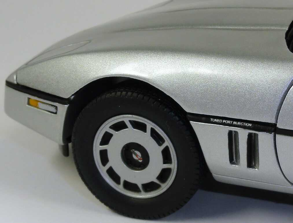 chevrolet corvette c4 silber met movie james bond 007 a view to a kill ertl 33851 bild 11. Black Bedroom Furniture Sets. Home Design Ideas
