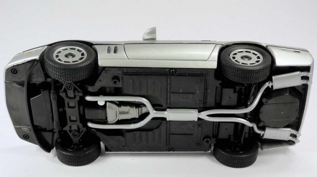 chevrolet corvette c4 silber met movie james bond 007 a view to a kill ertl 33851 bild 12. Black Bedroom Furniture Sets. Home Design Ideas
