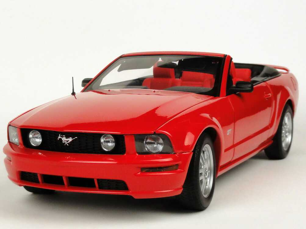 ford mustang gt cabrio 2006 rot autoart 73061 bild 2. Black Bedroom Furniture Sets. Home Design Ideas