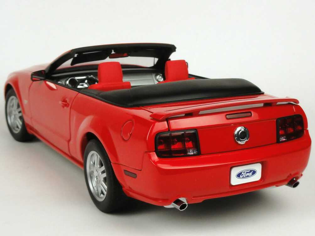 ford mustang gt cabrio 2006 rot autoart 73061 bild 3. Black Bedroom Furniture Sets. Home Design Ideas