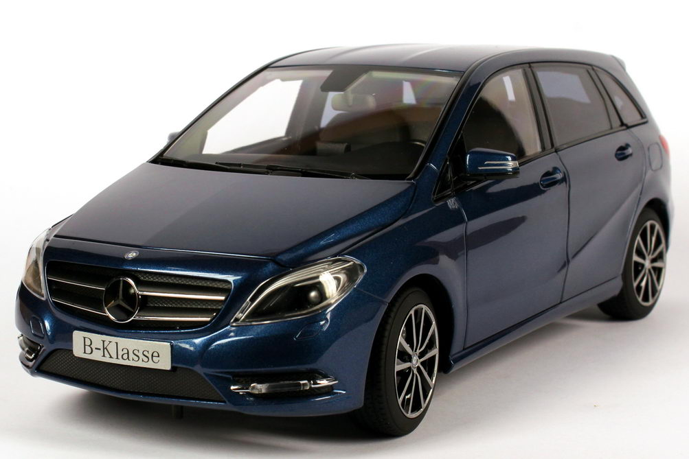 mercedes benz b klasse w246 lotus blau met werbemodell. Black Bedroom Furniture Sets. Home Design Ideas