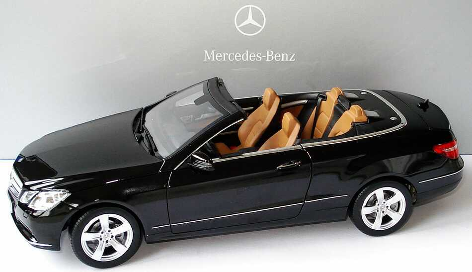 1 18 mercedes benz e klasse cabrio a207 obsidianschwarz. Black Bedroom Furniture Sets. Home Design Ideas