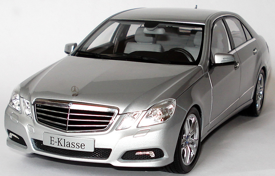 mercedes benz e klasse w212 avantgarde iridiumsilber met werbemodell minichamps b66960212. Black Bedroom Furniture Sets. Home Design Ideas