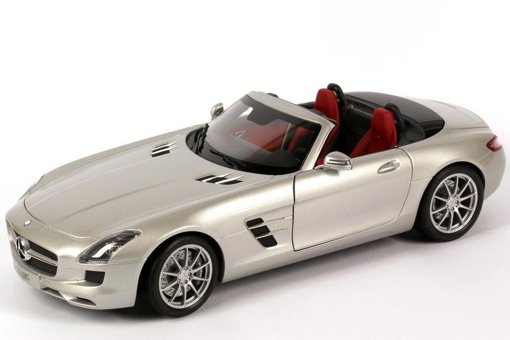 Foto 1:18 Mercedes-Benz SLS AMG Roadster R197 iridium-silber-met. - Werbemodell - Minichamps B66960078