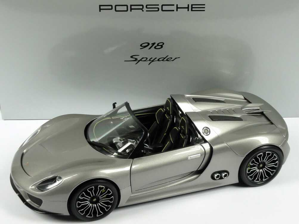 1 18 porsche 918 spyder liquid met werbemodell minichamps wap0211910b. Black Bedroom Furniture Sets. Home Design Ideas
