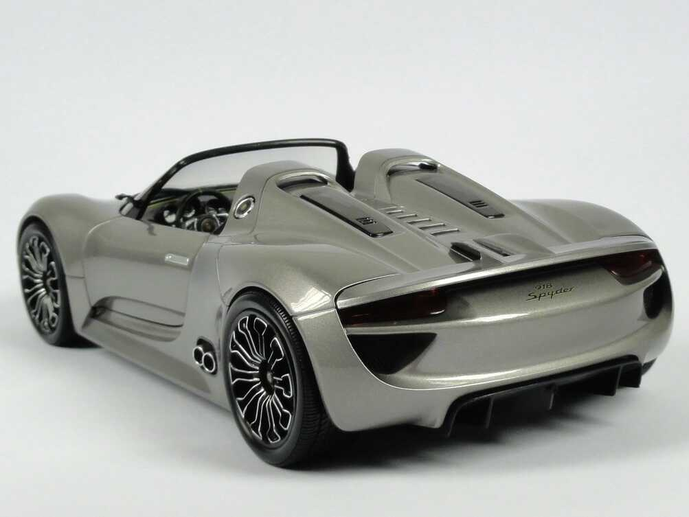 porsche 918 spyder liquid met werbemodell minichamps wap0211910b bild 7. Black Bedroom Furniture Sets. Home Design Ideas