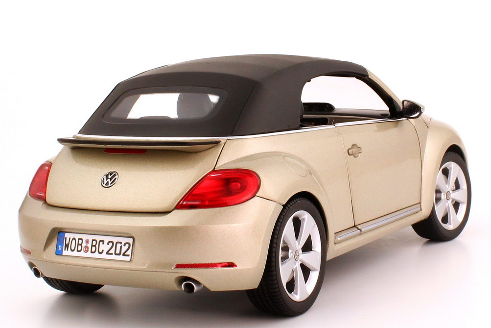 1 18 vw beetle cabrio convertible 2012 moon rock silver silber volkswagen dealer ebay. Black Bedroom Furniture Sets. Home Design Ideas