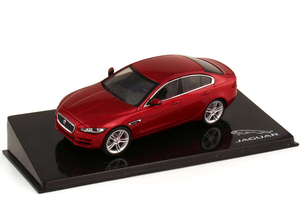 1:43 Jaguar XE (X760) italien-racing-red-met. (Jaguar) (oVV)