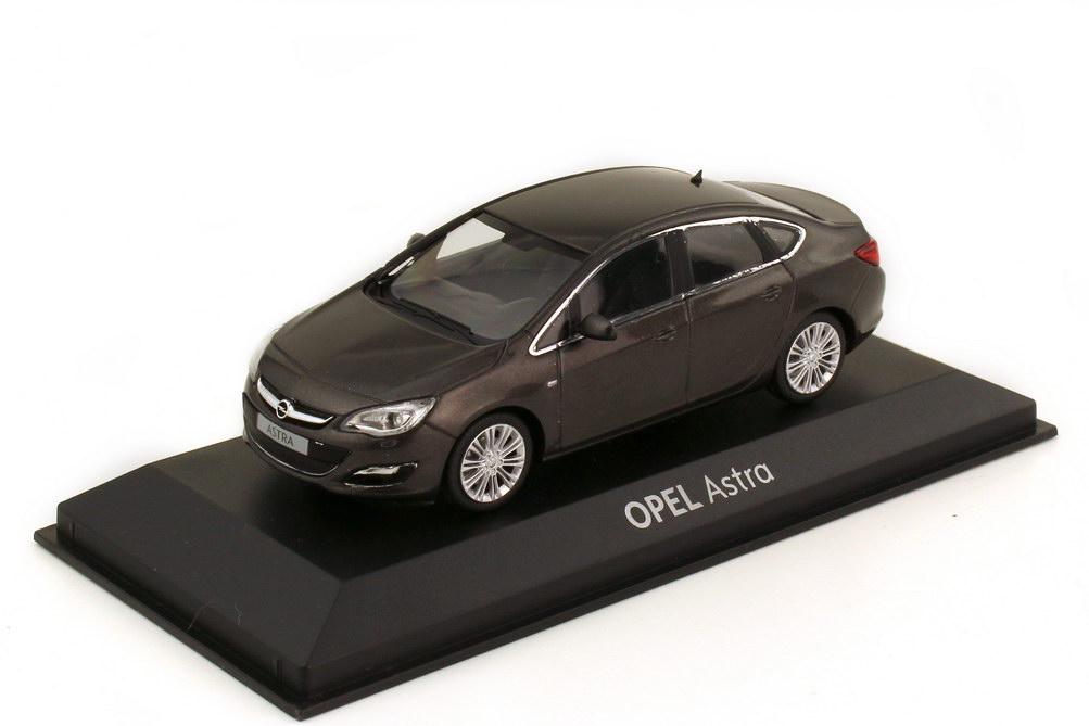 1:43 Opel Astra J Stufenheck silbergrau-perleffekt (Opel)