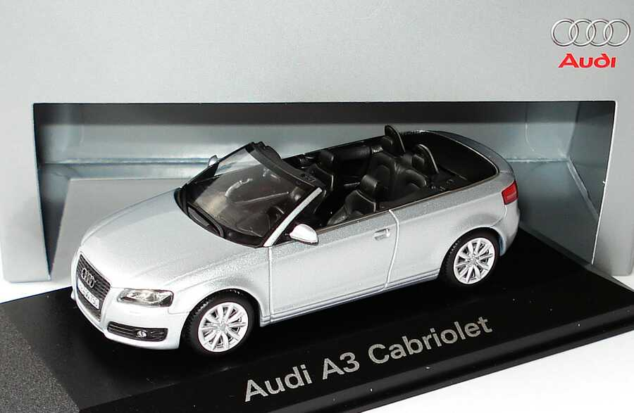 1:43 Audi A3 Cabrio eissilbermet. (Audi)