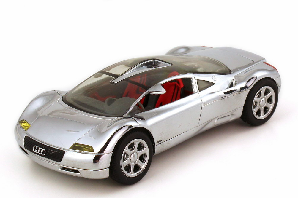 Foto 1:43 Audi Avus quattro Concept-Car chrom Scheinwerfer verfärbt - Revell 08508