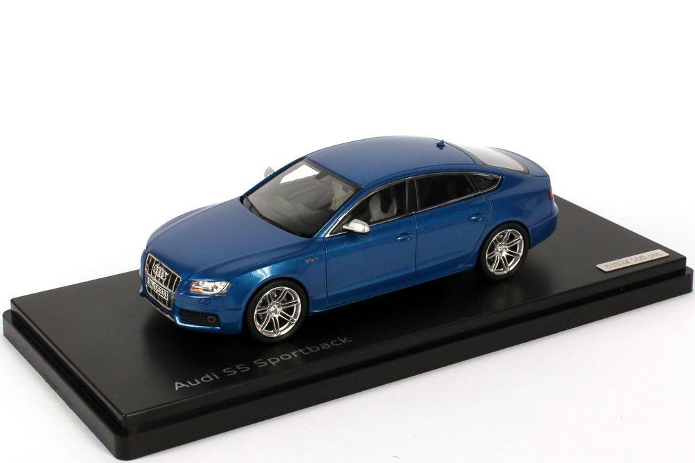 1 43 Audi S5 Sportback Sprintblau Met Werbemodell Schuco