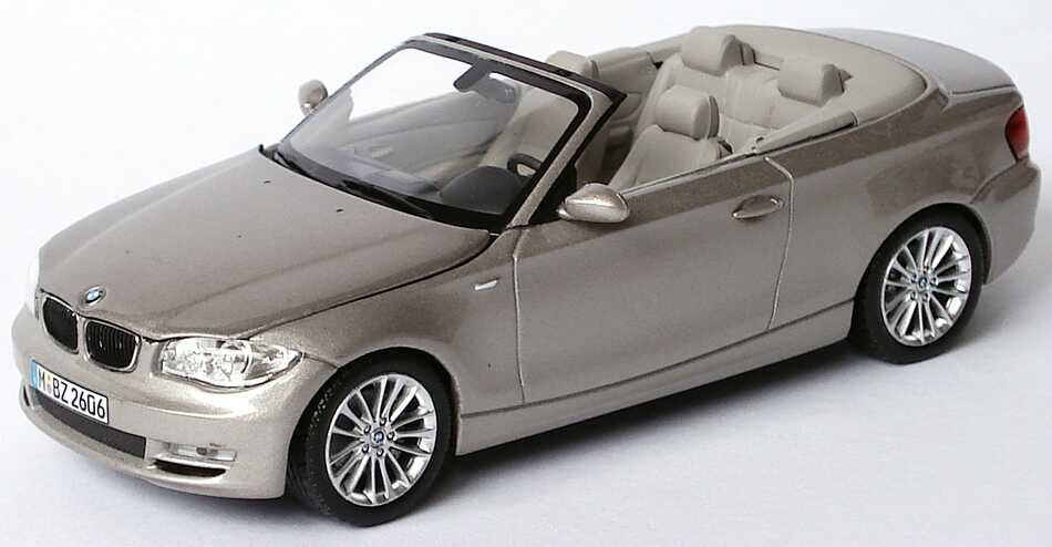 bmw 1er cabrio e88 cashmeresilber met werbemodell. Black Bedroom Furniture Sets. Home Design Ideas