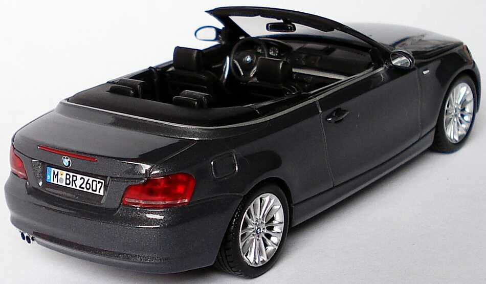 bmw 1er cabrio e88 sparklinggraphite met werbemodell. Black Bedroom Furniture Sets. Home Design Ideas
