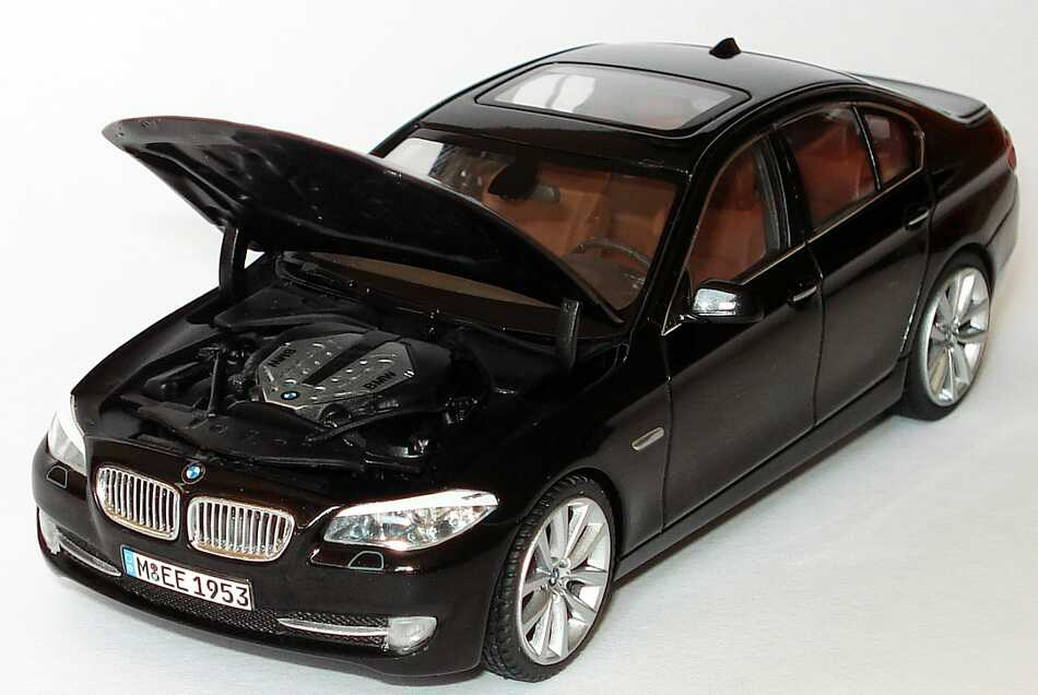 bmw 5er 550i f10 saphirschwarz met werbemodell schuco. Black Bedroom Furniture Sets. Home Design Ideas