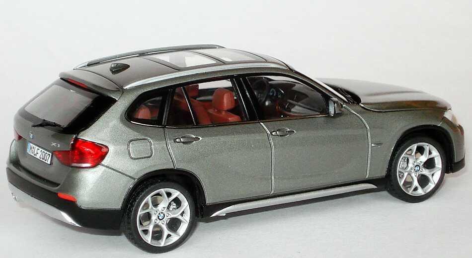 Foto 1:43 BMW X1 (E84) spacegrey-met. Werbemodell Schuco 80422156805