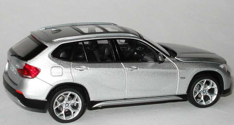 Foto 1:43 BMW X1 (E84) titansilber-met. Werbemodell Schuco 80422156804