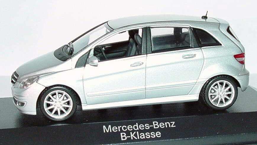 mercedes benz b klasse w245 polarsilber met werbemodell minichamps b66962217 bild 2. Black Bedroom Furniture Sets. Home Design Ideas