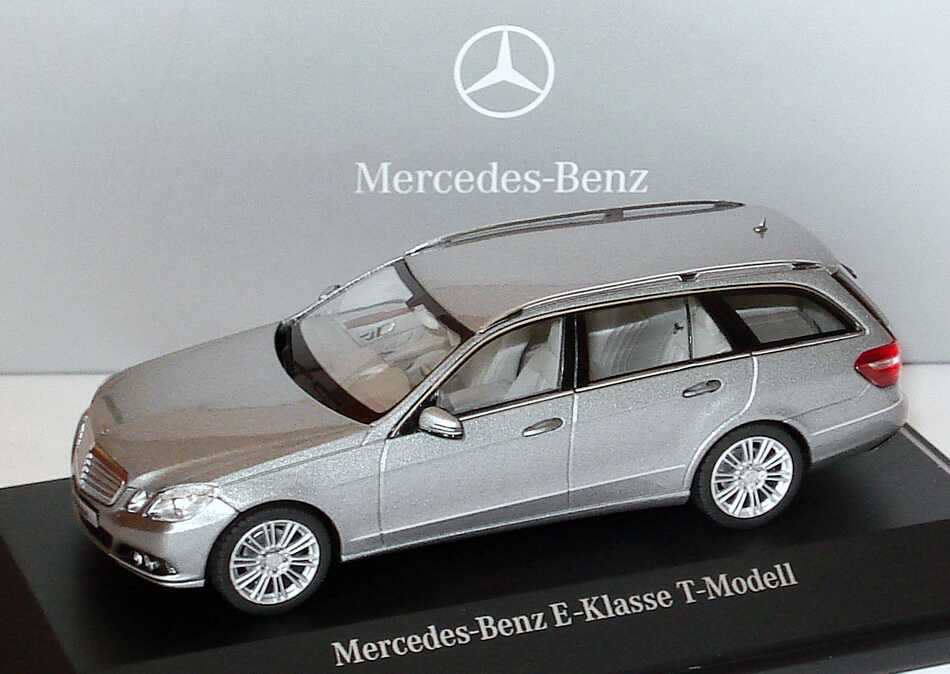 1:43 Mercedes-Benz E-Klasse T-Modell (S212) Elegance palladiumsilbermet. (MB)