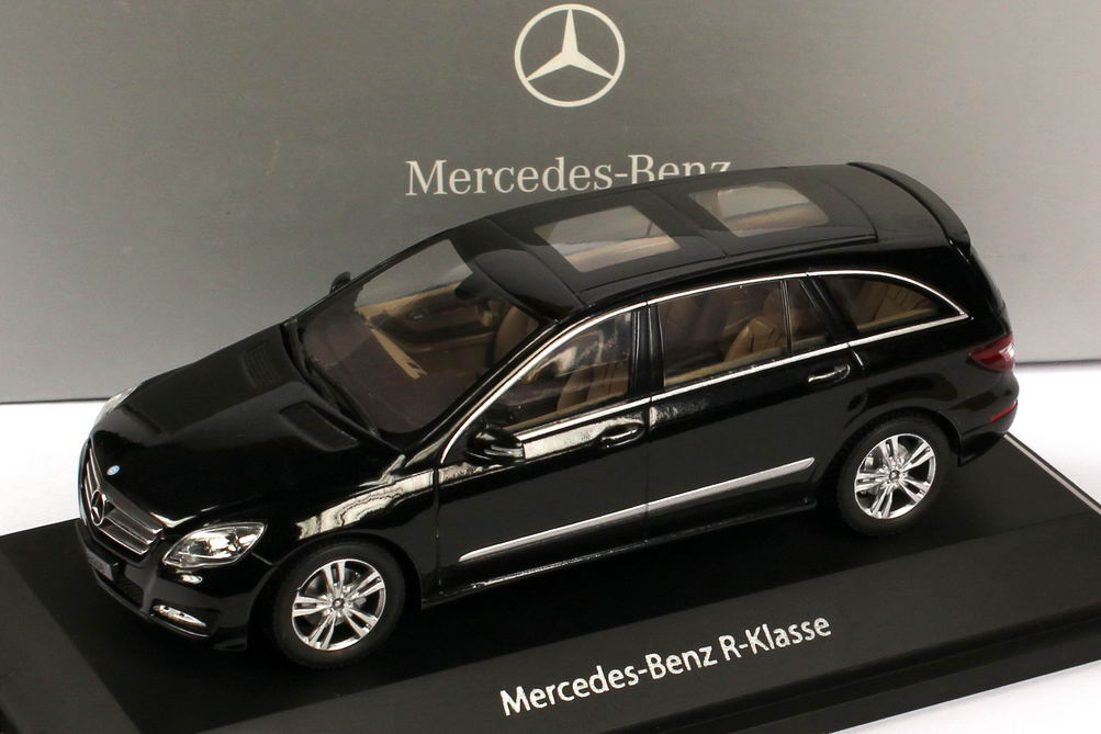 1 43 mercedes benz r klasse lang mopf 2010 w251 obsidian schwarz met werbemodell minichamps. Black Bedroom Furniture Sets. Home Design Ideas