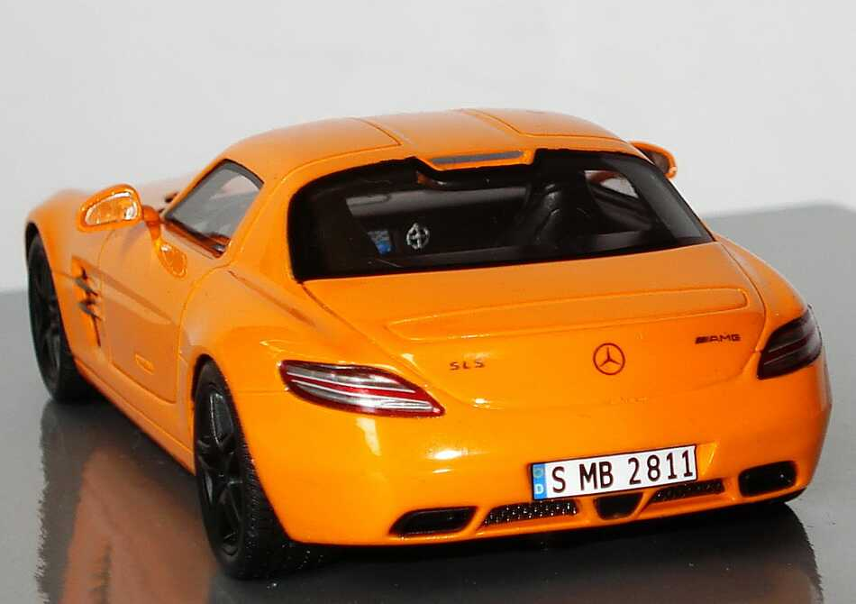Orange mercedes benz museum limitierte auflage mb bei 1zu87com for Mercedes benz orange