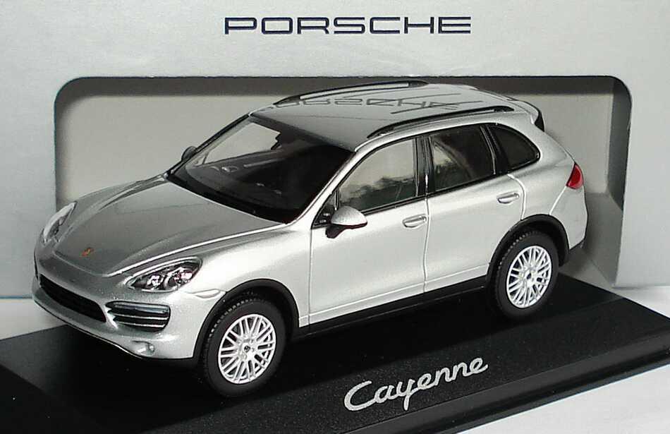 1:43 Porsche Cayenne 2010 klassiksilbermet. (Porsche)