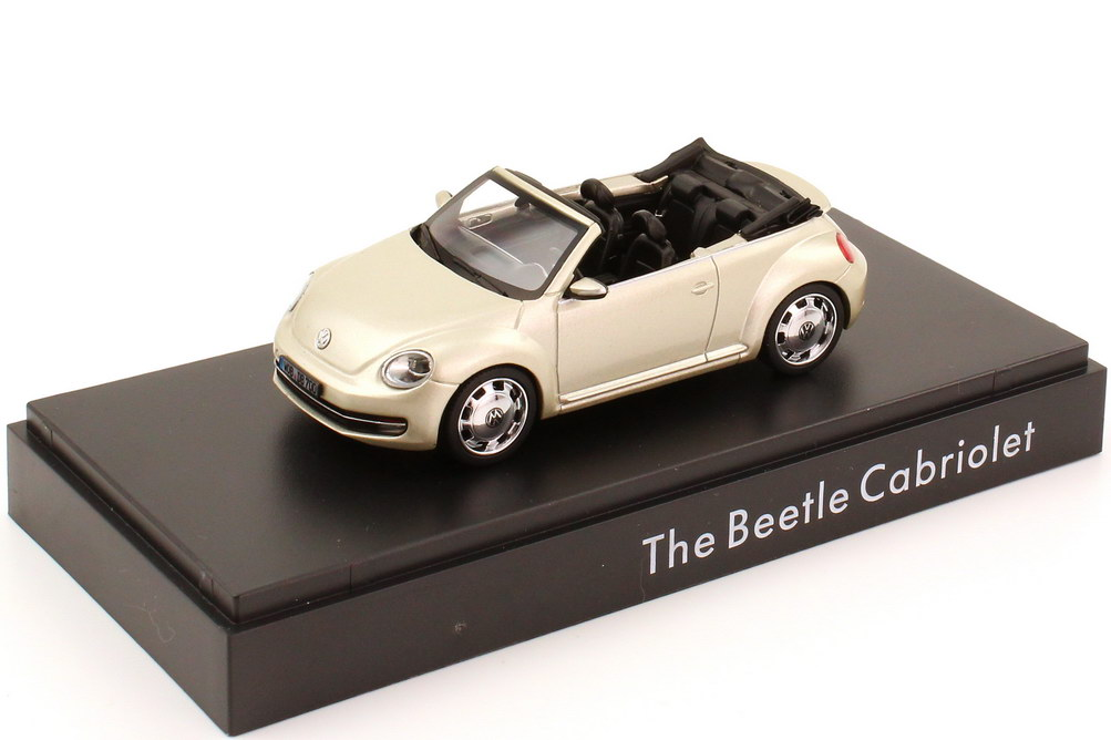 1:43 VW Beetle Cabrio (2013) moon-rock-silver-met. (VW)