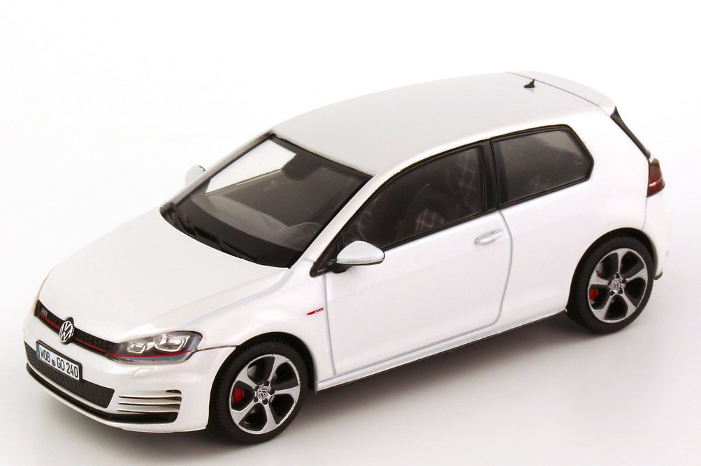 vw golf vii gti 2013 2t rig oryx wei perleffekt. Black Bedroom Furniture Sets. Home Design Ideas