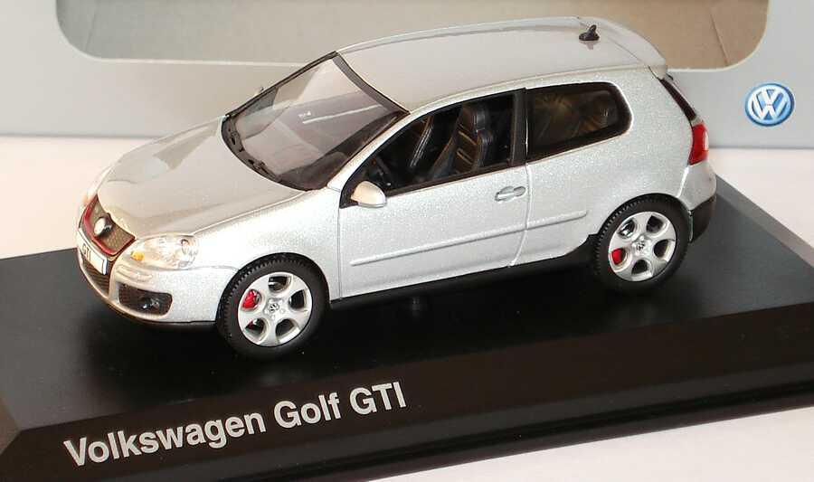 1:43 VW Golf V GTI 2türig reflexsilbermet. (VW)