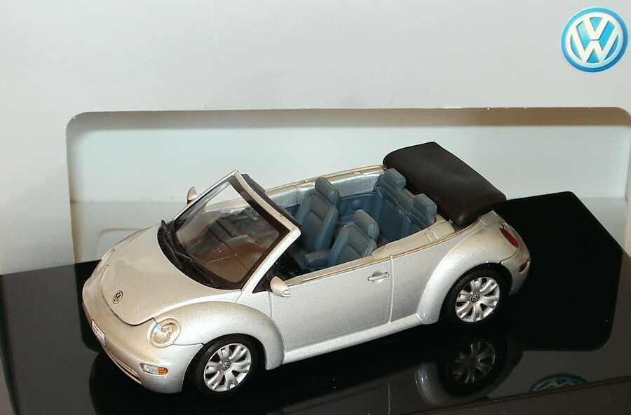 1:43 VW New Beetle Cabrio reflexsilbermet. (VW)