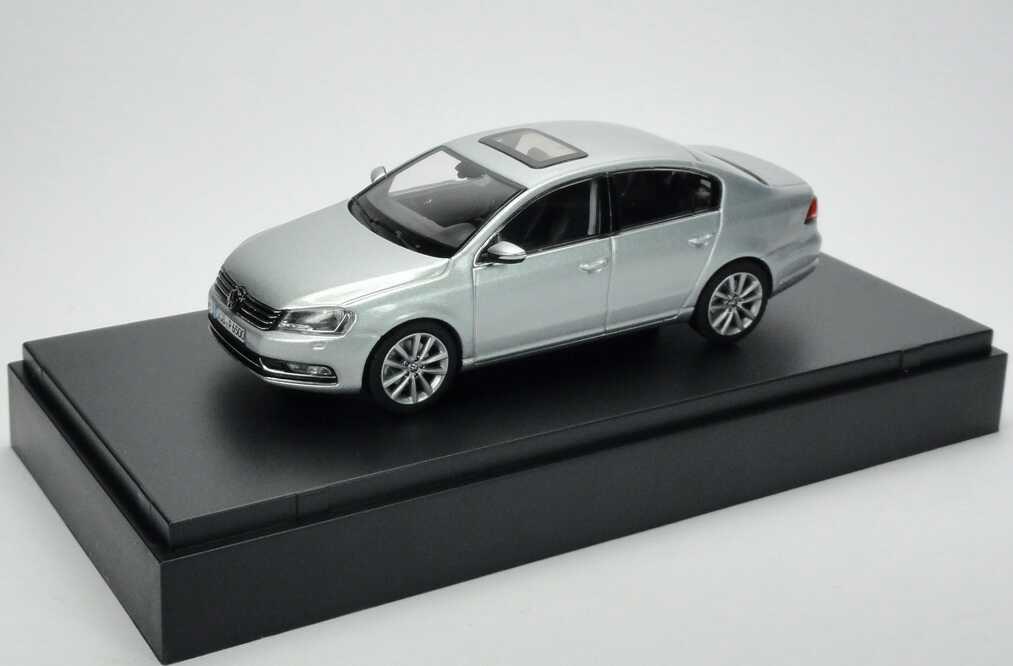 1:43 VW Passat 2010 reflexsilber-met. (VW)