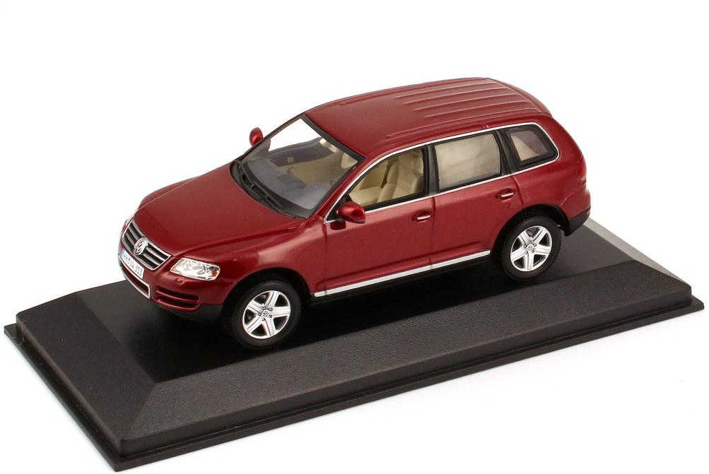 Foto 1:43 VW Touareg V10 TDI Typ 7L coloradorot-perleffekt - Werbemodell - Minichamps 840904110