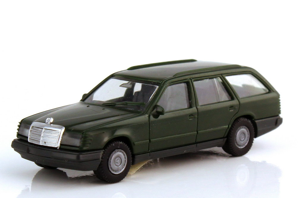 1:87 Mercedes-Benz 300TE (S124) dunkelgrün (oV)