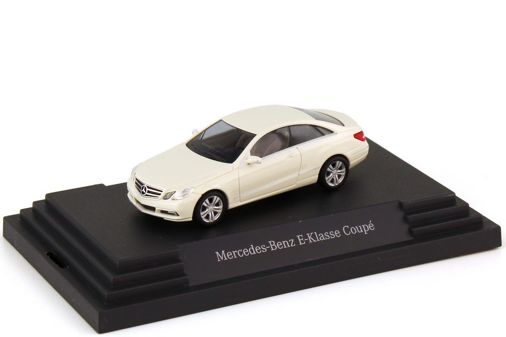 1:87 Mercedes-Benz E-Klasse Coupé (C207) calcitweiß (MB)