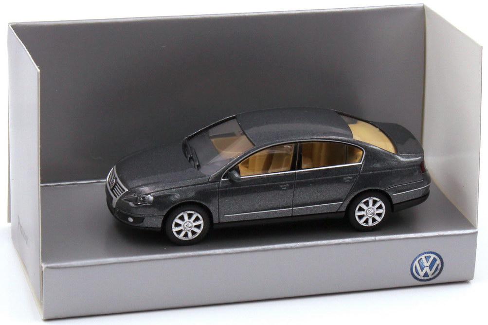 1:87 VW Passat (Typ B6) 2005 unitedgrey-met., IA beige (VW)