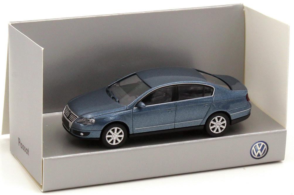 1:87 VW Passat (Typ B6) 2005 chrystalblue-met., IA schwarz (VW)