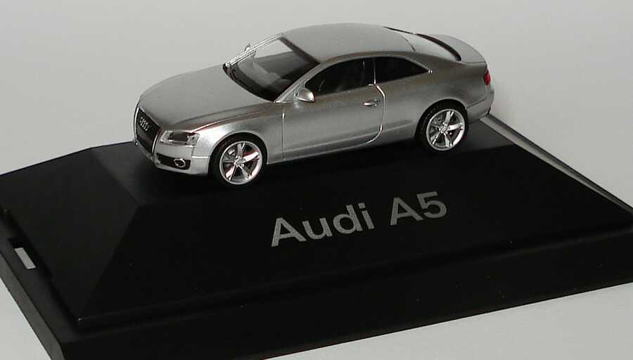 1:87 Audi A5 Coupé eissilbermet. (Audi)