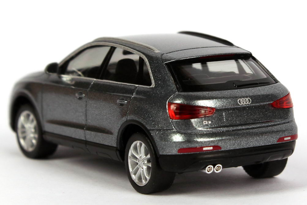 Audi Q3 Monsungrau Met Werbemodell Herpa 5011103622 Bild 4